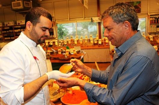 השף מוחמד יחד עם אבי . צילום-אגמדיה