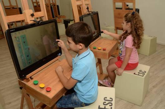מוזיאון הילדים  מה זה מצחיק  בגובה העיניים  צילום טל קירשנבאום